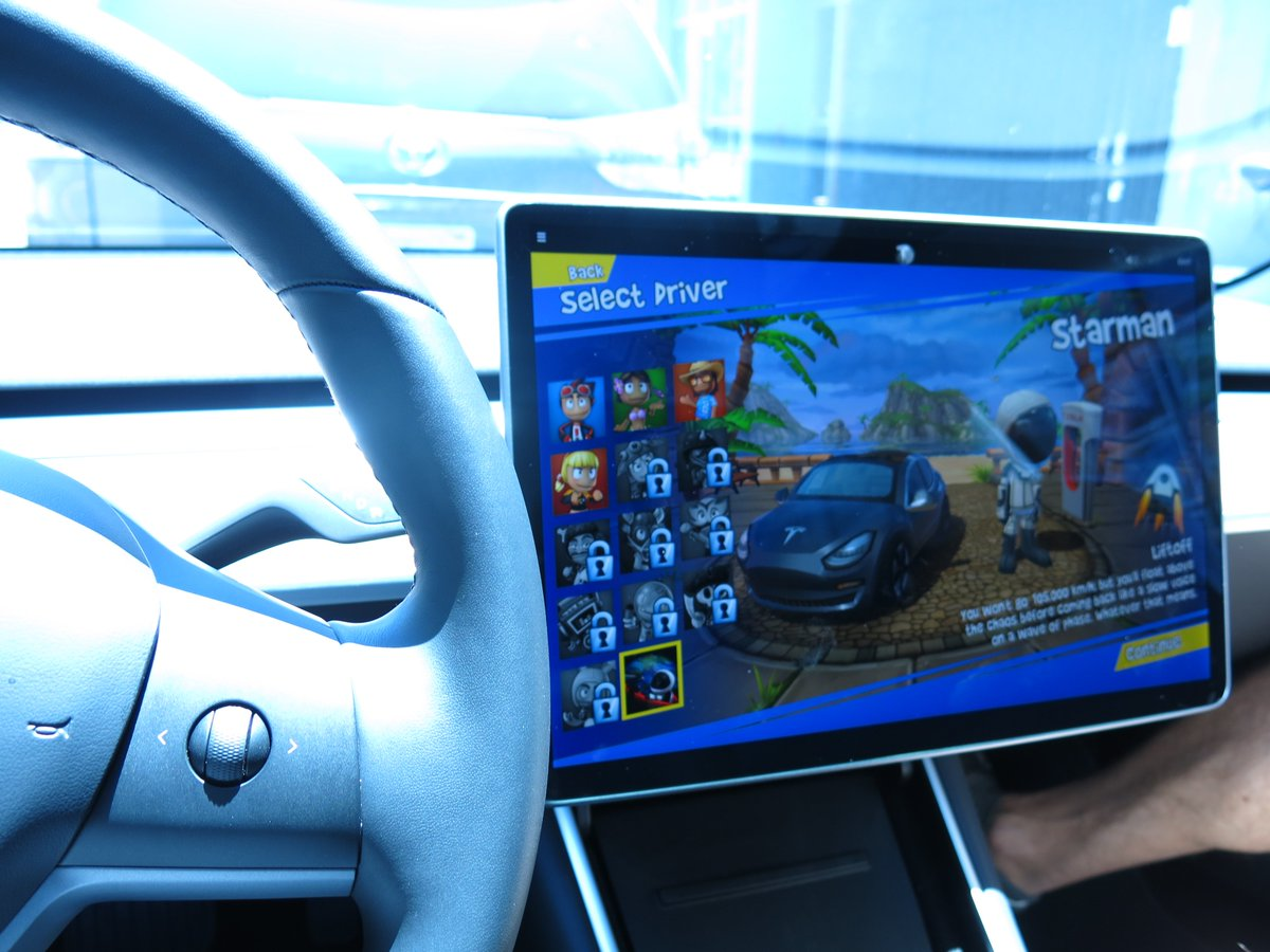 Hands on the wheel with Tesla's new in-car racing video game - Mobility - Mashable ME