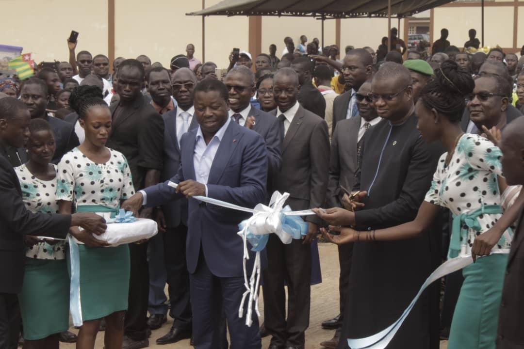 Avec les traditionnelles coupures de ruban et remise des clés au préfet, les populations de l'Est-Mono peuvent à présent jouir pleinement du marché moderne d'Elavagnon, symbole d'un  développement durable et inclusif au Togo.