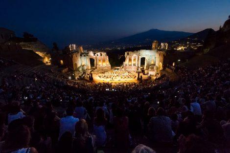 Al via la nona edizione di Taobuk, ingresso libero per la serata di gala al teatro greco di Taormina - https://t.co/3o4701ULfd #blogsicilianotizie