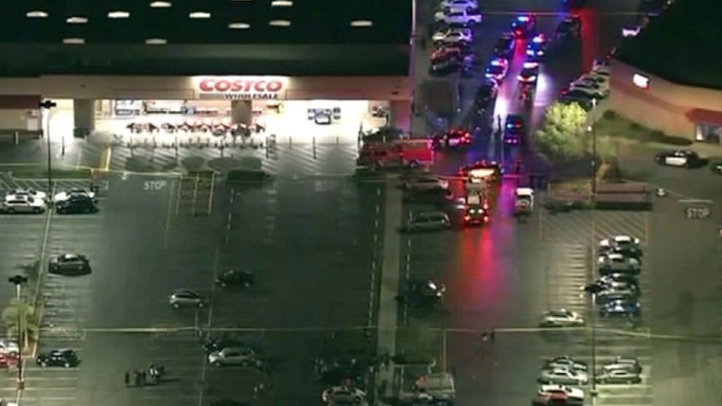 Officer in Corona Costco shooting was knocked unconscious, attorneysays  https:// sandiegoinformer.com/263944/officer -in-corona-costco-shooting-was-knocked-unconscious-attorney-says/  … <br>http://pic.twitter.com/pg4Sj84ETc