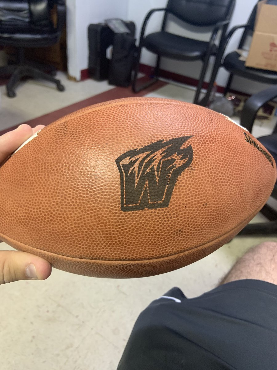 Super fast turnaround time on the balls. Shoutout @turkwindell and @BSNSPORTS_KY. I'm biased but I think we have the best logo in the Bluegrass <br>http://pic.twitter.com/F4j8STJeX9
