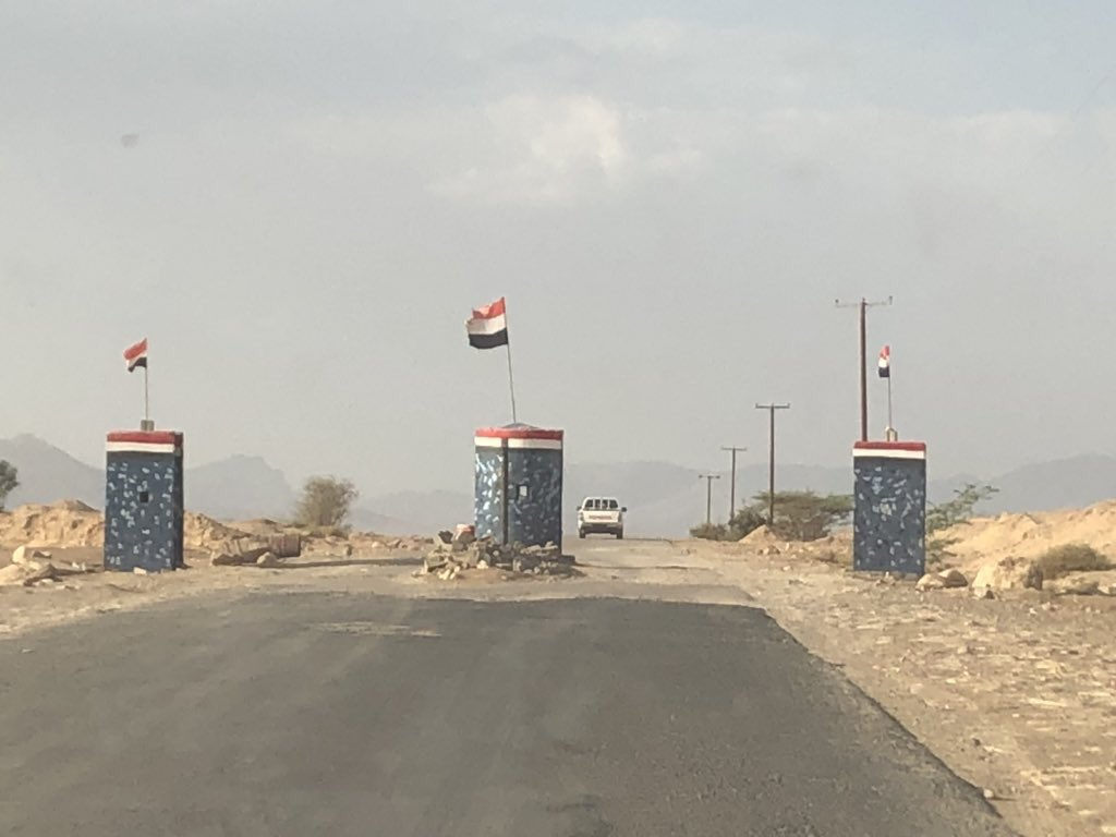 Checkpoints like this did not exist in Aljawf province before the war. Was the most marginalized & underdeveloped in #Yemen for decades, much of Aljawf now is the only place that has power 24/7 & one of few safe areas in the country