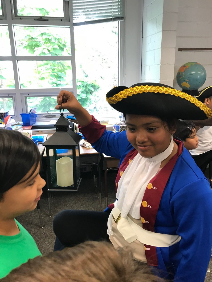 3rd graders visited 4th grade's living museum to learn and catch a glimpse of what's to come. <a target='_blank' href='http://search.twitter.com/search?q=KWBpride'><a target='_blank' href='https://twitter.com/hashtag/KWBpride?src=hash'>#KWBpride</a></a> <a target='_blank' href='https://t.co/qfM6CM05XO'>https://t.co/qfM6CM05XO</a>