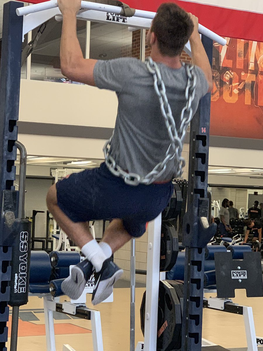 Separation summer! 2 chainz ... Illinois football style! Get big! #pullups #GYMR #BR97<br>http://pic.twitter.com/6w69snhkPX