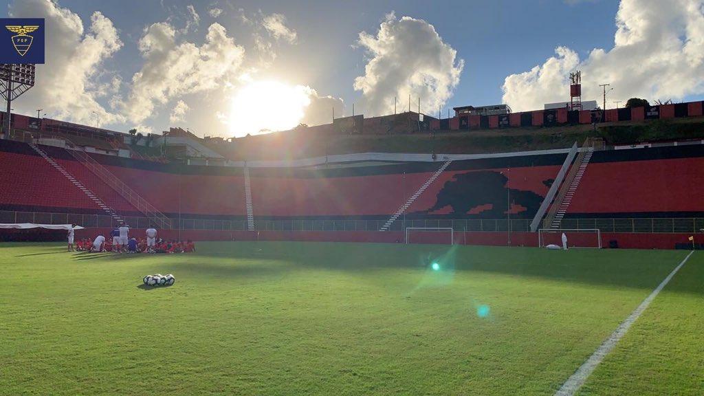 📸🇪🇨 Nuestra Tricolor ya se encuentra en el estadio Manoel Barradas para su segundo entrenamiento previo a el partido del viernes ante @LaRoja.  #PorUnNuevoDesafío #CopaAmerica #VamosEcuador