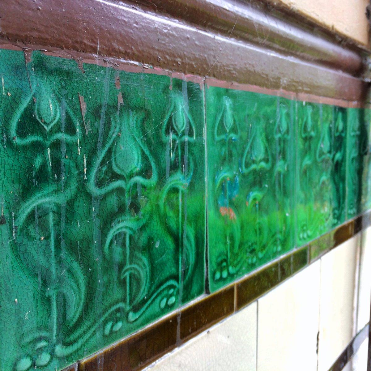 #maryhill, #westend of #Glasgow, #scotland  #tenementtiles #tiletuesday #tiles #floral #green #blue #Scottish #tiledesign #tilecrush #ceramictile #tileporn #ihavethisthingwithtiles #archives #architecture #tenementpic.twitter.com/gnD2T6rPlo