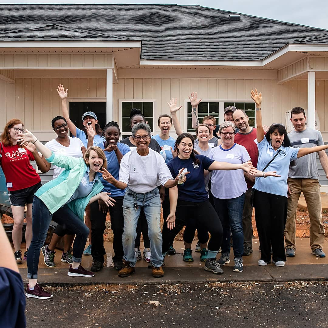 We are proud of the UNC staff – including 5 of our own – who participated in a @Habitat_org build day toward affordable housing for seniors over 55. #uncserves #gdtbath #targram 📷@uncchapelhill https://t.co/6rqVEAoOuY