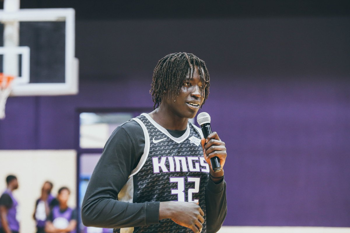 .@WenyenGabriel showed his love and support for the Kings and Queens Rise basketball league with @BuildBlack10 this past Saturday! 💜