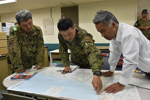 画像,【HP更新情報】山形県沖を震源とする地震に係る防衛省・自衛隊の対応についての活動写真を掲載しました。https://t.co/S21aEbK7XS https:…