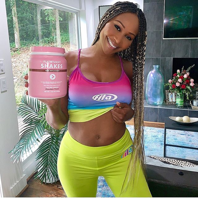#ad A week in on my latest @flattummyco program, and like always they're perfect for my hectic routine. Never have a lot of time in the mornings, but with just a quick & easy shake, I don't have to worry about skipping out…  📸 https://www.instagram.com/p/By3mTvRBa3g/ via https://tweet.photo