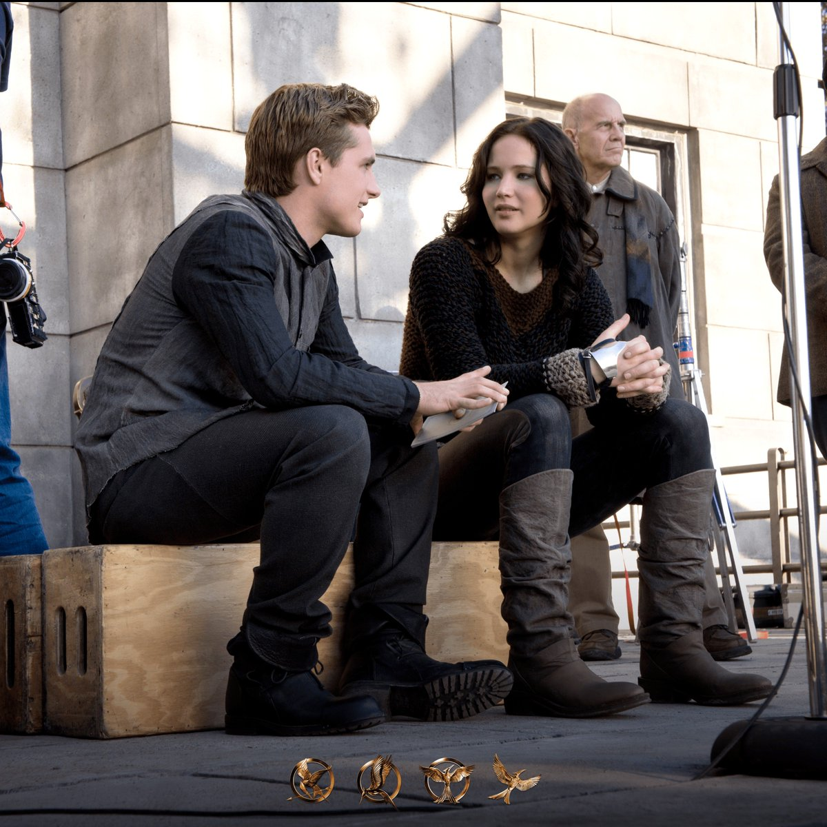 Behind the scenes with our favorites from District 12! 🏹 #HungerGames #TBT https://t.co/k2p62bNVER