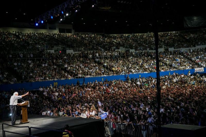 Bernie Sanders 27500 in 15.   Only takes a minute to google. <br>http://pic.twitter.com/WsAzyK03j7