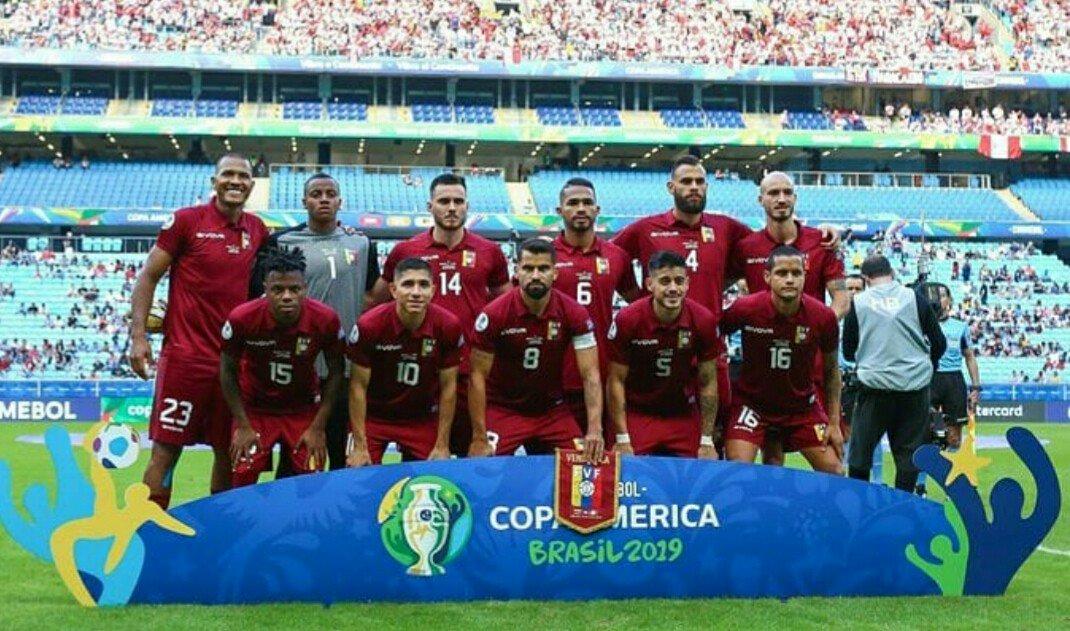 A través de @DeportivasVV aupando al equipo mas completo de la Copa Nuestro Corazón es Vinotinto del Valle pal Mundo #FamiliaVinotinto Los Peñalozas.