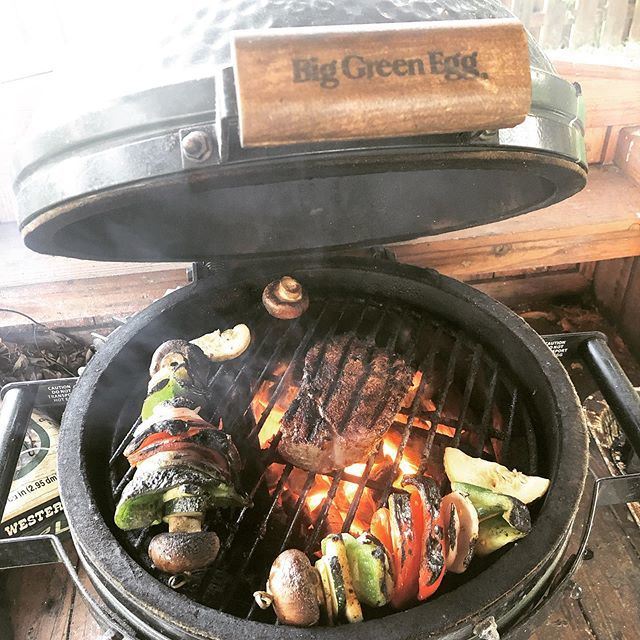 Fillet n veggies on the #minimax #bge #grill #greenegg #grilling #grillporn #eggers #egghead #bge #bgeporn #bbq #outdoorlife #food #foodie #foodporn #kamado #outdoorlife #GrillNation #Eggheads #Barbecue #Barbacoa #Instafood #ceramiccooker #ceramicgrill #… http://bit.ly/2XTzwD4