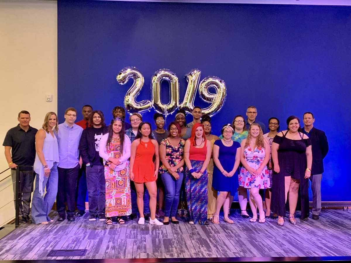 Congratulations to these 17 high school graduates 🎓 Your futures are so bright! Thank you to the Ballard family, @CARGOSIND, and @IndianaDCS for an amazing celebration 🎉