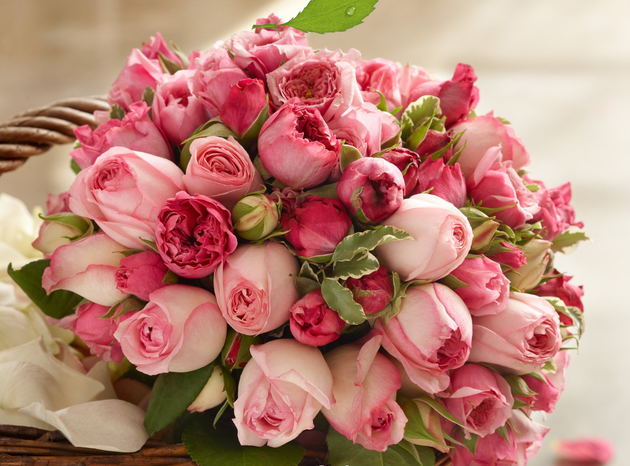Открытки с красивыми букетами цветов в день рождения, днем рождения крестному