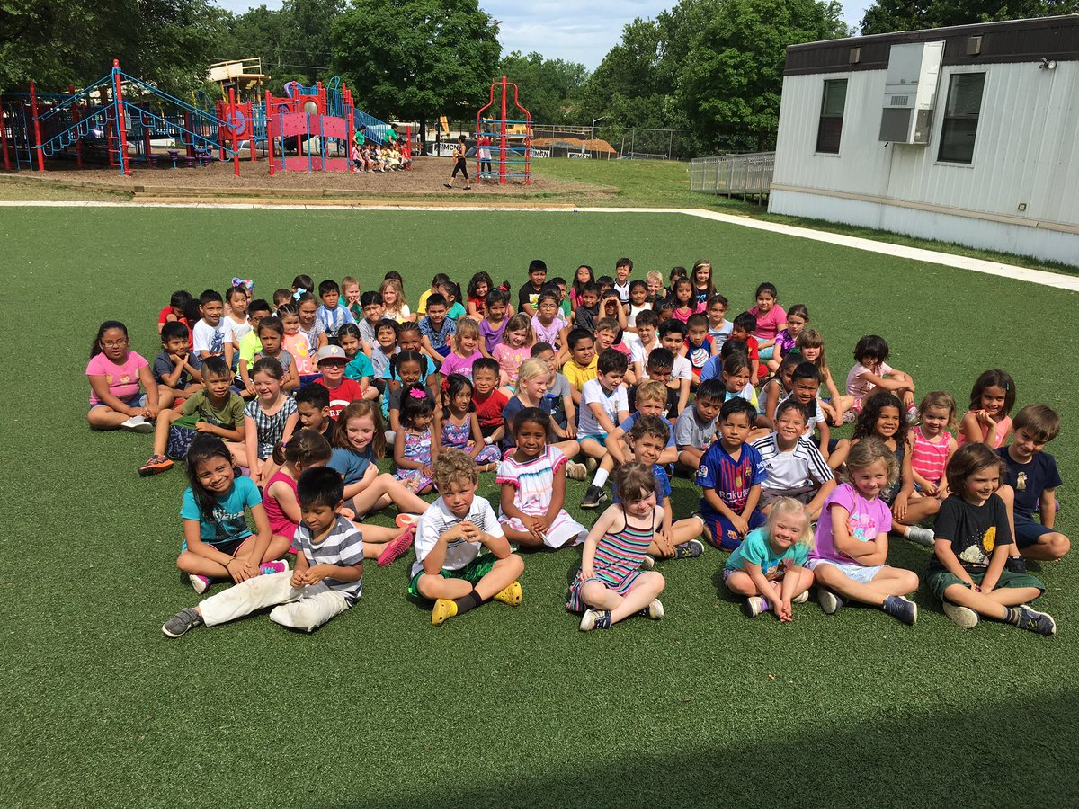 Wonderful popsicle celebration this morning - thank you for joining us families! <a target='_blank' href='http://search.twitter.com/search?q=KWBpride'><a target='_blank' href='https://twitter.com/hashtag/KWBpride?src=hash'>#KWBpride</a></a> <a target='_blank' href='https://t.co/0I5RaBTqhs'>https://t.co/0I5RaBTqhs</a>