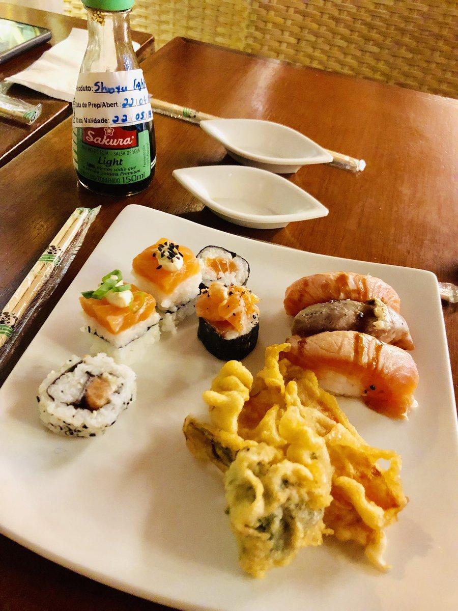 test ツイッターメディア - ブラジルの思い出🇧🇷その? 仲良くなった現地の人が気を使ってか自分が行きたくてか、一緒に日本食レストランへ! これがいわゆる #SUSHI! #SASHIMI!! #TEMPURA!!! 正直外国の日本食なんてって思ってたけど、お寿司は普通に美味しくてビックリ!ただ天ぷらは単体の薄切り人参とブロッコリーっていう… https://t.co/ZEptVL1nkM