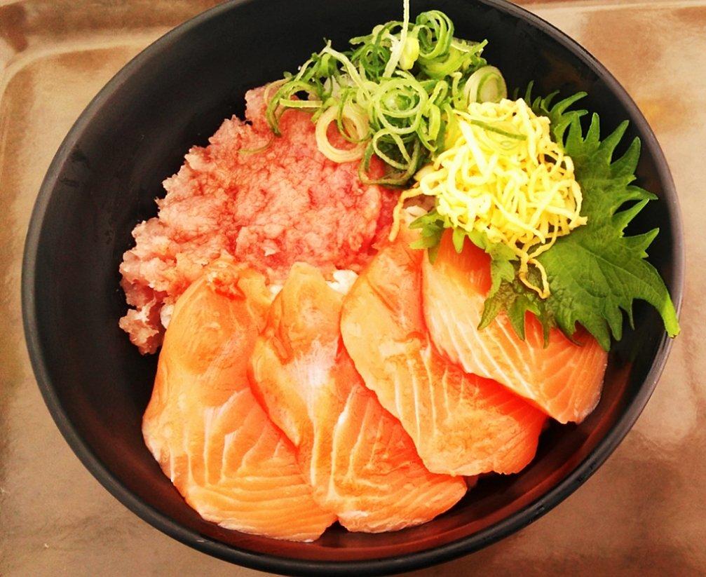 test ツイッターメディア - 美味しい海鮮丼をもとめて!黒潮市場へ! https://t.co/DY91sTKBPL #黒潮市場  #和歌山県  #海鮮料理  #関西 #寿司 #マグロ #サーモン #美味しい https://t.co/ZORmbCl7N3