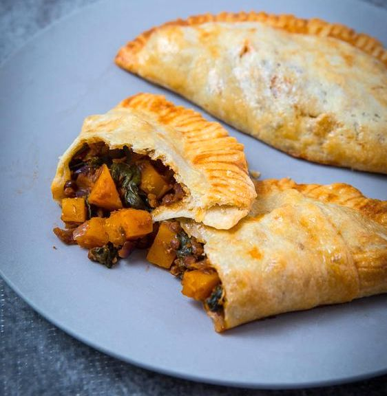 Midweek #Meatless food inspo for you! Whip up some vegetarian cornish pasties using our Meatless mince mix & any vegetables you have on hand (think seasonal- pumpkin, kumara & greens!) Perfect for a warm lunch- or even the lunchbox! 😋   #Vegetarian #Vegan #HeavensentGourmet