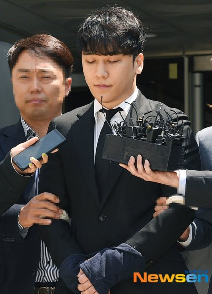 The Seoul Metropolitan Police Agency has discovered that Seungri and Yoo In Suk embezzled more than 1 billion won from Burning SunIt was also revealed they colluded w/ Madam Lin in embezzlement, even when BS was at a deficitPolice will hand over the case to prosecution soon