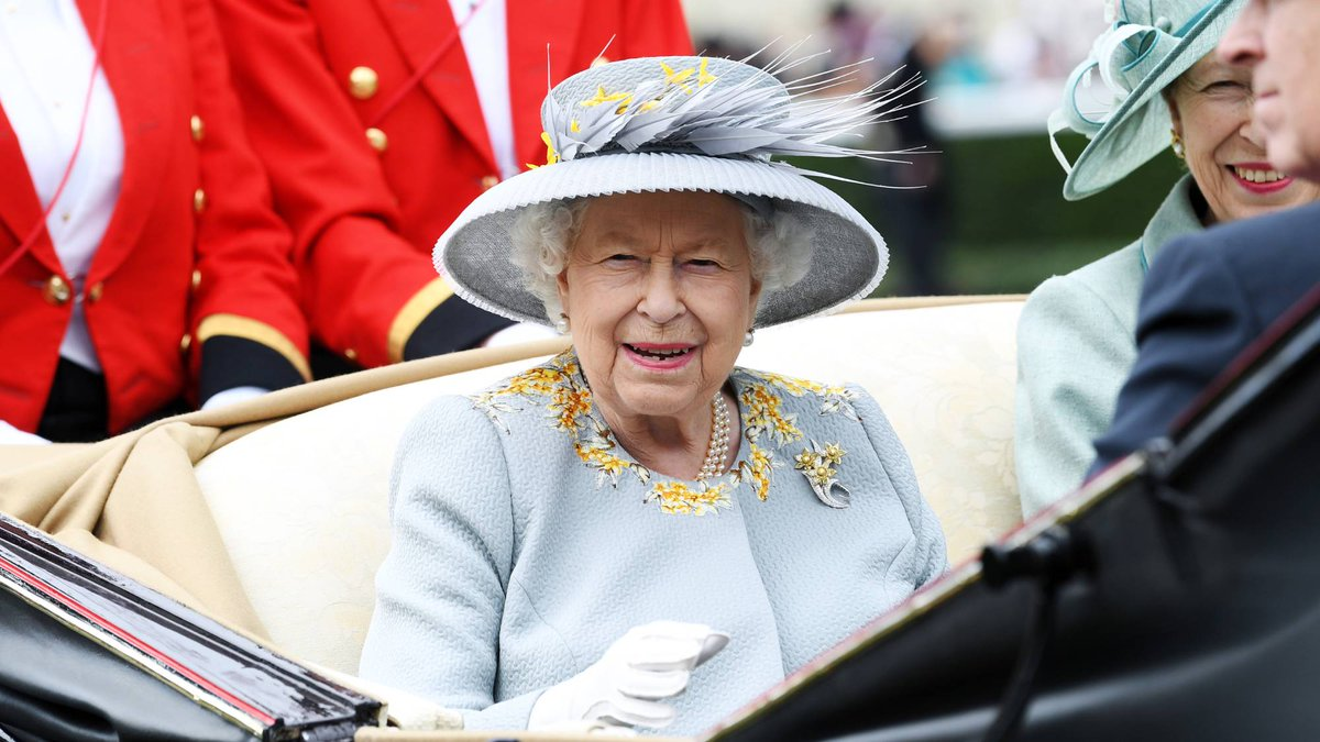 We finally know what the Queen's favourite restaurant is http://marieclai.re/JSrjkh