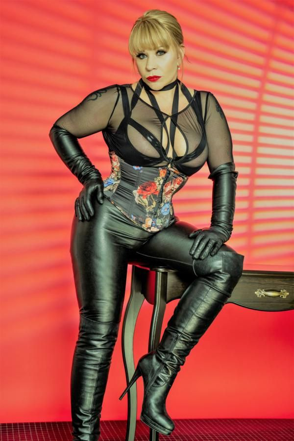 Magazines Interviews, Domina Jemma