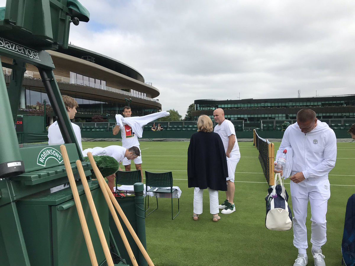 Andre Agassi is back in the Grigor Dimitrov camp for #Wimbledon. Dimi practiced today with Tomas Berdych on Court 15.  Championship courts started to be used today in (scheduled) bits