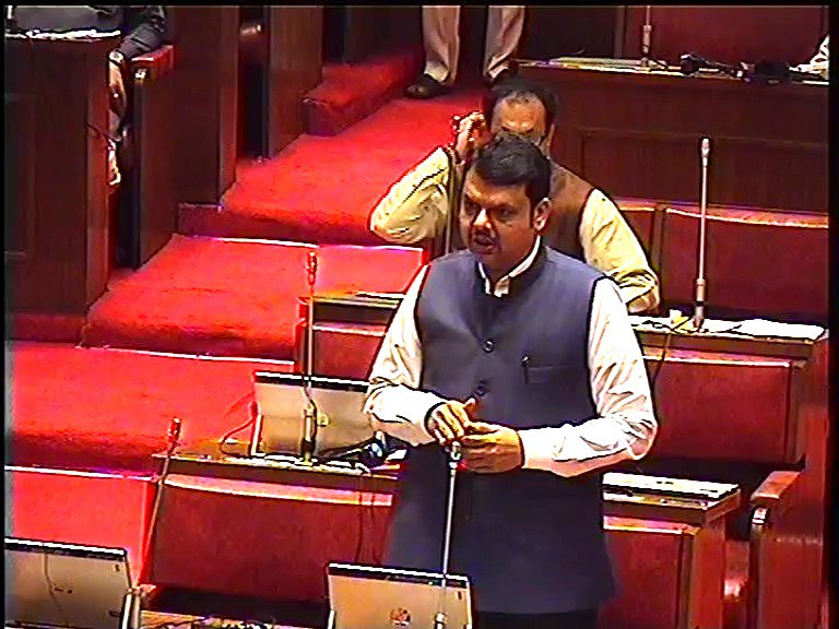 Railway and BMC has already closed down dilapidated bridges. With the new technology suggested by IIT, Mumbai we are completing these works in next 3 to 6 months: CM @Dev_Fadnavis during #CouncilQH @iitbombay  @RailMinIndia    https://youtu.be/YOJTB_G0w0E