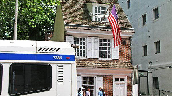 Have the day off? Take a tour of the @BetsyRossHouse! Save $1 when you flash your SEPTA Key:  http:// iseptaphilly.com/perk/121    ! #ISEPTAPHILLY #Perks<br>http://pic.twitter.com/aoph8JDk4h