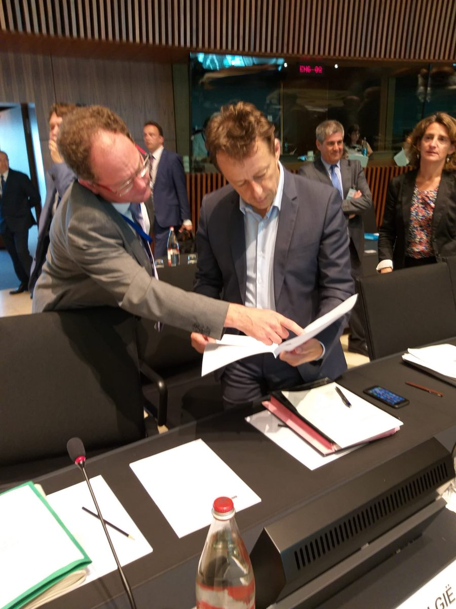🇧🇪 Minister for #Environment @CarloDiAntonio checks his files at the Environment #ENVI Council @EUCouncil (#Luxembourg 🇱🇺).  🤝 He & his EU 🇪🇺 colleagues adopted today a general approach on the reuse of water 💦 for agricultural irrigation.  More here ➡️ https://t.co/RLDmoYnutS https://t.co/ITGIPoeXFO