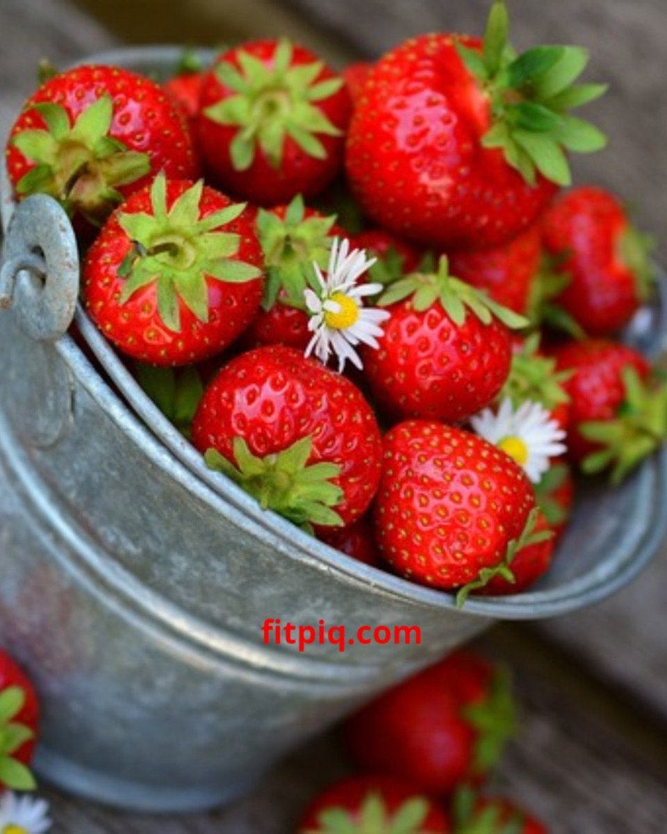 Do you know? Strawberries have total 8 g carbs per 100 g strawberries with 33 cals only and 200 average seeds in 1 strawberry! 😲#WisdomWednesday
