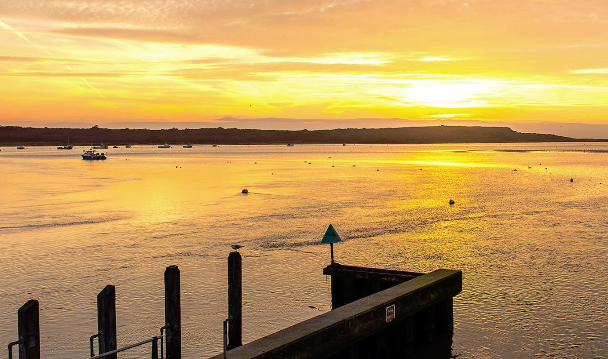 Why move to #Mudeford?  Mudeford is a leafy, tree-lined, suburban area that, thanks to its enviable location on the south coast, excellent beaches, low crime rates & relaxed vibe, is popular for those relocating to the coast.  https://www. winkworth.co.uk/estate-agents/ mudeford/our-area#content  …  <br>http://pic.twitter.com/AftR5Pqwek