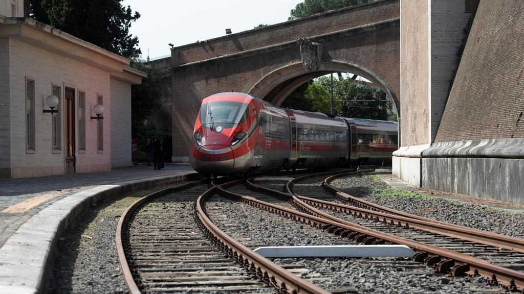 Pendolari, sospesi per tre mesi 4 dei 10 treni reg...
