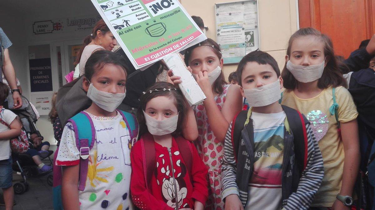 Esta mañana hemos estado los coles e instis de centro para pedir #ColesSinCochesMC #ColesSinHumosMC Por la salud de nuestras hijas e hijos, por la habitabilidad de sus entornos, por todos #SOSMadridCentral @fapaAgzCtr @FAPA_Giner_Rios @MADRID