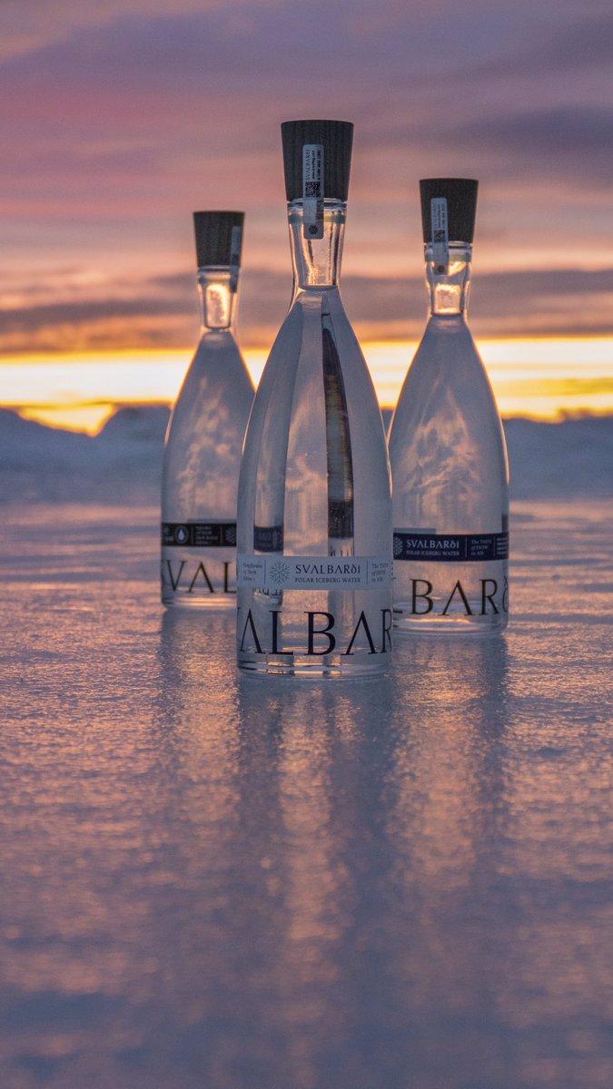 """D9b5b22X4AAGBpX?format=jpg&name=medium Água de icebergs vendida a 80 euros e água com """"frequências sonoras de amor"""" entre as melhores do mundo"""
