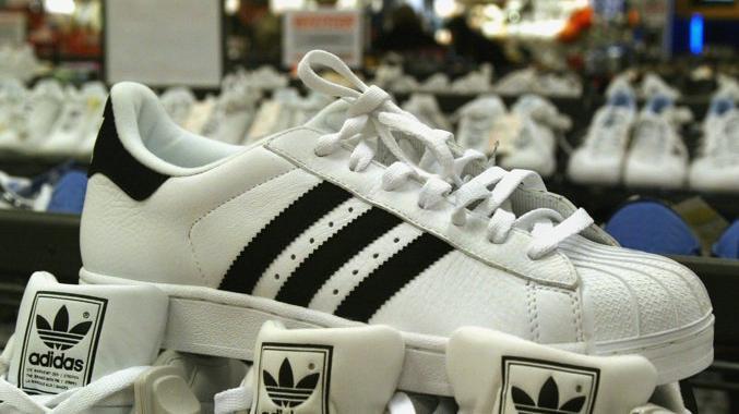 Adidas, il Tribunale Ue conferma la nullità del m...