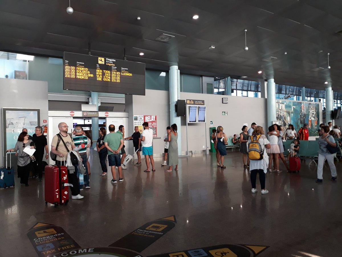 #Peinador aspira a que el Consejo Internacional de Aeropuertos (ACI) le conceda uno de los reconocimientos como mejor aeropuerto europeo en la categoría de los que mueven menos de dos millones de viajeros al año. #FlyToVigo ✈️ http://bit.ly/2WSILqO