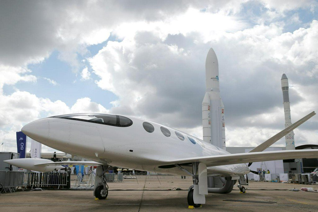 Electric planes start small as industry wrestles with emissions https://reut.rs/2MTa0ga