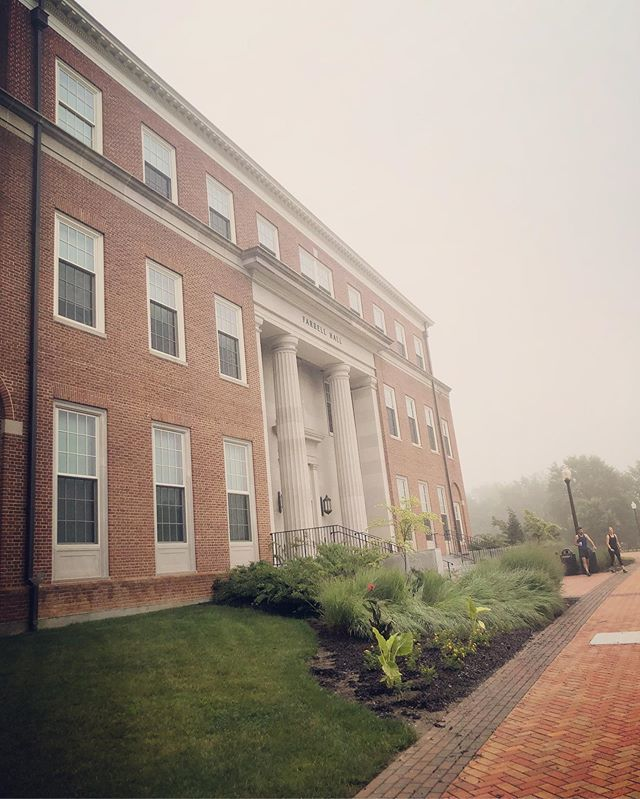 Enjoying a break from the heat with this foggy morning on campus 🎩💛🌥 https://t.co/mrEJ2n7hC2