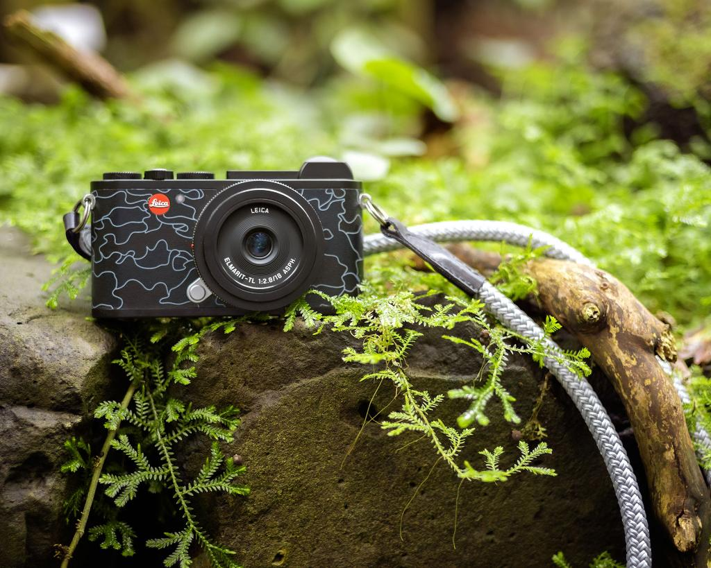 His affinity for small, unobtrusive cameras and his love for the Leica brand inspired the French-Italian photographer, entrepreneur and art collector Jean Pigozzi to design the 'Leica CL URBAN JUNGLE by JEAN PIGOZZI'. Discover the design version : http://bit.ly/2WEmoFe