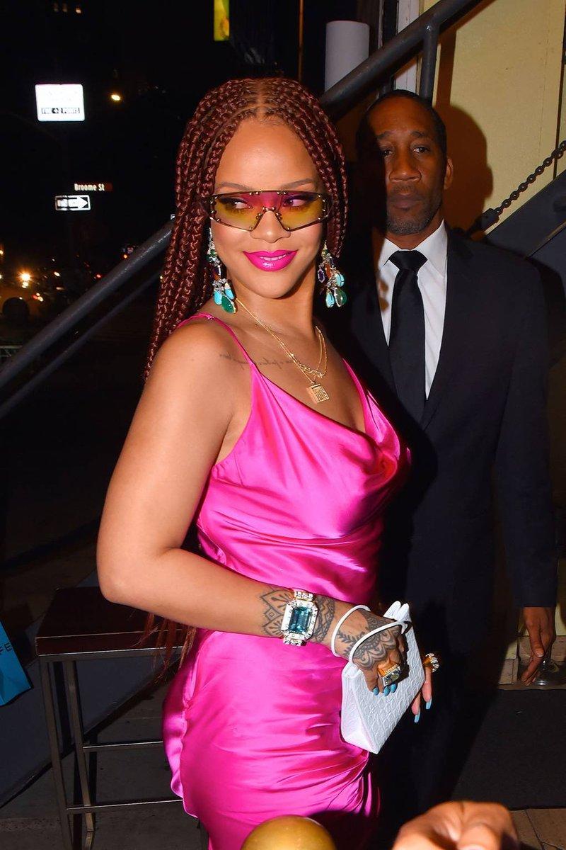 Rihanna กับผมทรงใหม่ โหววยอมแม่ลุคนี้จริงๆแซ่บไม่ไหวแล้ว 💗 https://t.co/a9UfooHLmj