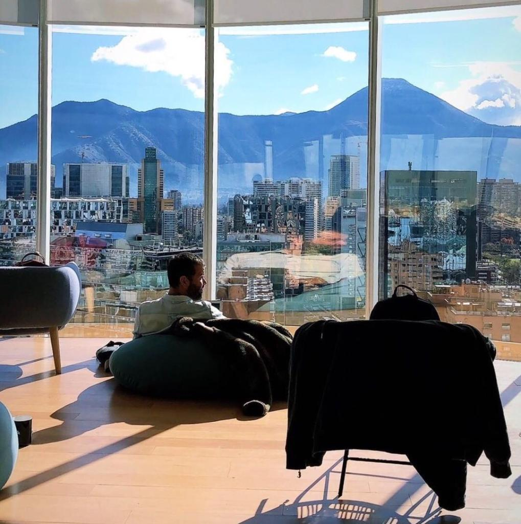 Starting off the morning with some self-reflection. #wellnesswednesday #weworkchile 📷@josefinagoni