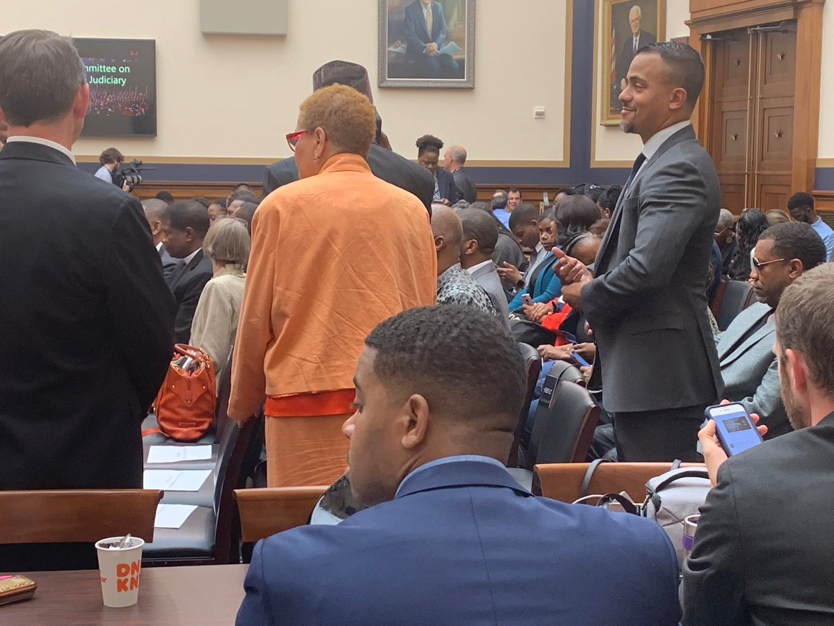 Hearing room is jammed for House hearing on reparations. Several hundred more people outside. (There's an overflow room.) @CoryBooker testifies first. I'm in the room with @lfadulu and will update you.