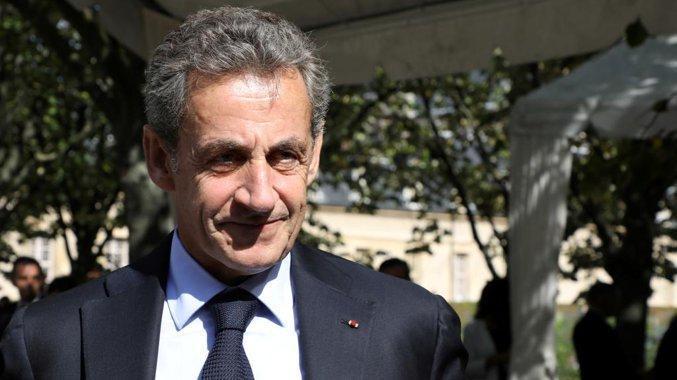 Sarkozy sarà processato per corruzione https://t....
