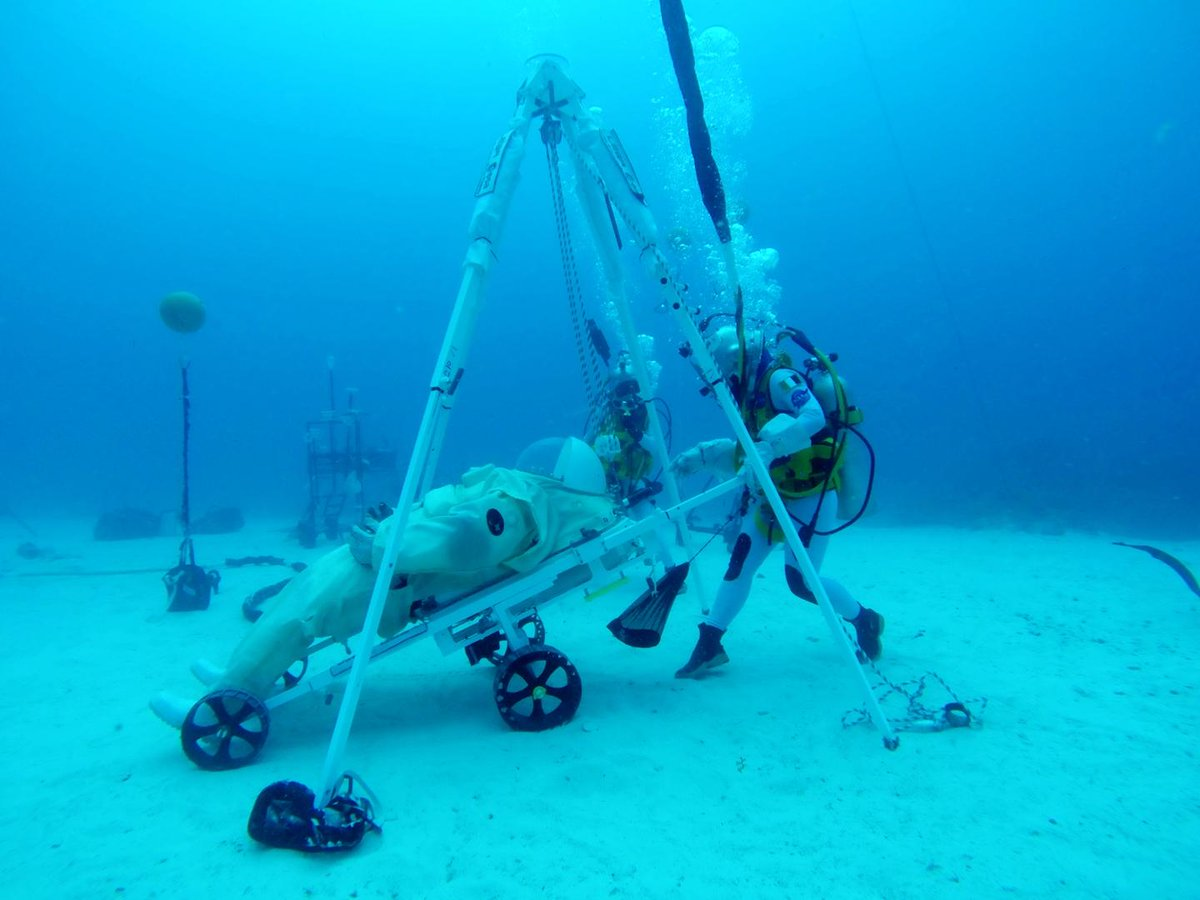 The bottom of the Atlantic Ocean may be more like the #Moon than you think 🌘🐟 This week @AstroSamantha and @NASA astronaut Jessica Watkins are testing @esas world-leading prototype for lunar rescue as part of #NEEMO23. Read more: esa.int/Our_Activities… @ESAstro_trainer