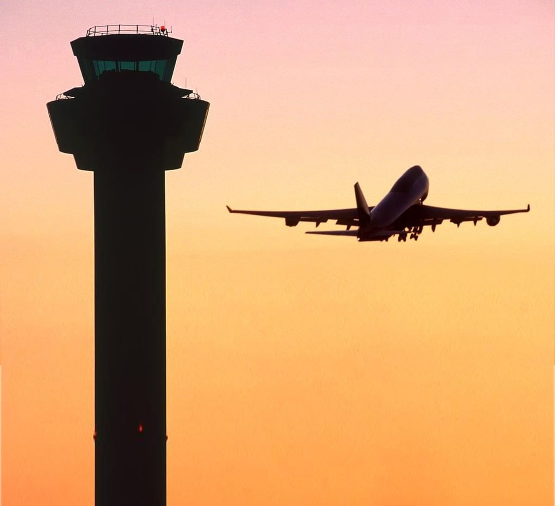 SUMMER SUMMER SUMMERTIME! 😎 Make travelling to and from the airport stress-free with BLUESTAR TAXIS! 🚖  📲 https://bit.ly/2DZouU9  📞 01942 242424  #Wigan #Holiday #Airport