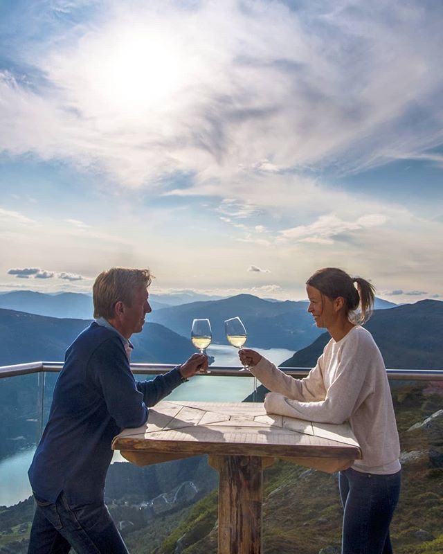 When was the last time you invited your sweetheart on a date? 💕 #HovenRestaurant #LoenSkylift #Loen #mountaindate #visitnorway #fjordnorway 📷 Janne Elin Alsaker bit.ly/2IOYwoM