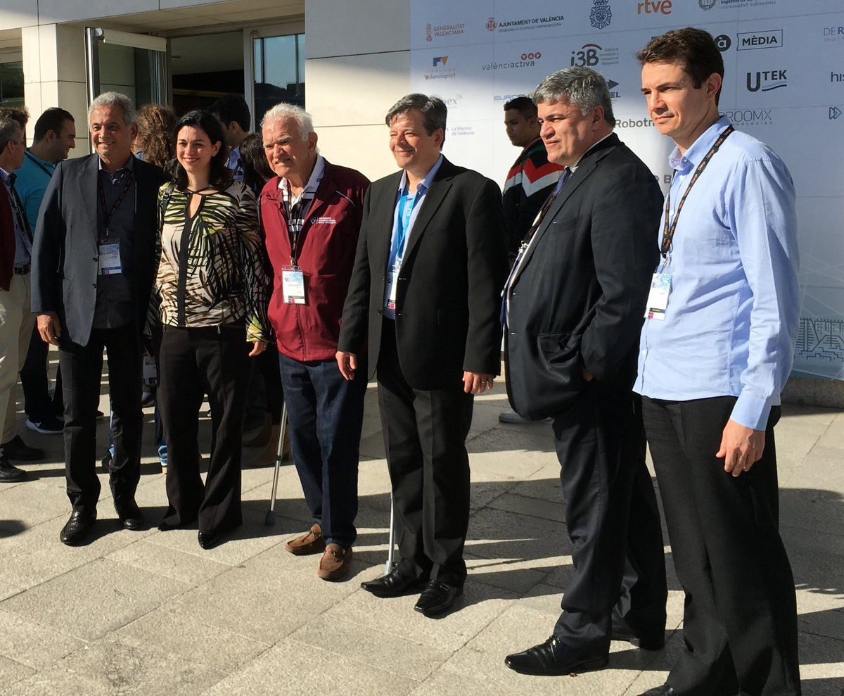 Prof. Silva Flávio de Oliveira (3rd from right) from Federal University of Uberlândia and partner participant in 5GINFIRE with members of the 5G Brasil delegation at #Valencia5GWeek #Global5GEvent https://t.co/MC2agUwDm2