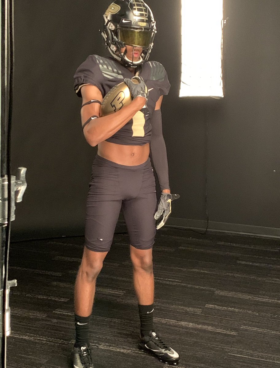 After an amazing visit to Purdue, I'm humbled and EXTREMELY blessed to say I've received on offer from Purdue University 🚂🖤 @Coach_JM_Jonard #BoilerUp